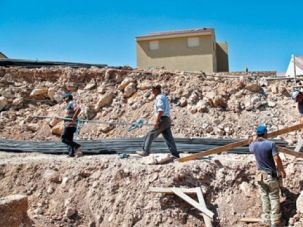 Construction in the settlement of Yakir after the freeze?s end in September 2010.