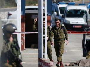 sraeli security forces gather around the body of a Palestinian man who was shot dead following a reported shooting attack on Israelis at a checkpoint near the Beit El settlement, close to West Bank city of Ramallah, on January 31, 2016. Israeli medics said two of the three wounded had serious injuries.