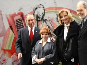 Mayor Michael Bloomberg, human rights organizer Helen Bamber, actress Emma Thompson and NYU President John Sexton at the opening of the 'Journey' exhibition at Washington Square Park in 2009