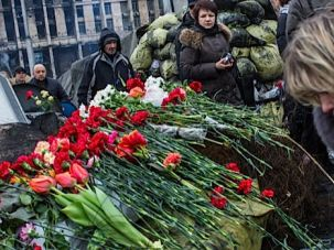 People visit a memorial to anti-government protesters killed in clashes with police on Independence Square in Kiev.