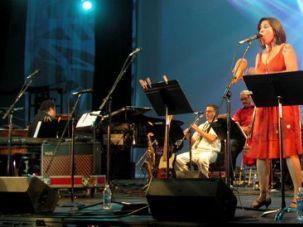 Ole! Sandra Velasquez, of the Latin folk group Pistolera, belts out her rendition of ?Yossel, Yossel.?