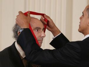 President Obama awards Philip Roth the 2010 National Medal of Arts.