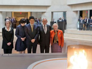 Japanese prime minister Shinzo Abe, his wife, Leo Melamed and Masha Leon at the Eternal Flame.