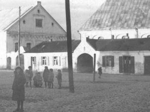 Synagogue Square: The Jews of the Lithuanian town of Keidan, shown here in the 1930s, were known for pounding their chests so hard with pride that they got a ?hole in the heart.?