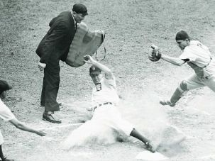 He Scores! ?Jewish Jocks? offers fresh literary takes on famed athletes like Hank Greenberg and Sandy Koufax.