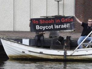 Pushing Back: Anti-Israel demonstrations have mushroomed in the Netherlands since the start of the Gaza war. Some committed activists are fighting back on social media.