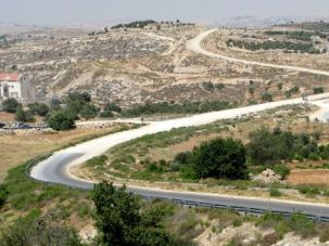 Dividing Line: The paved road from Efrat in the West Bank turns to gravel on its way to a Palestinian village.