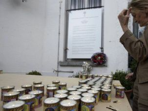Grief and Hatred: Mourners light candles for victims of shooting rampage at the Jewish Museum in Brussels.