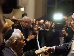 Hello Hollywood: Israeli Prime Minister Benjamin Netanyahu greets members of Los Angeles Jewish community.