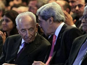 End This War: John Kerry chats with Israeli President Shimon Peres as Palestinian President Mahmoud Abbas looks on.