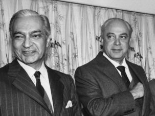 Peacemaker: Robert Strauss, center, with Mustafa Khalil, Prime Minister of Egypt, and Israeli minister Yosef Burg in 1979.