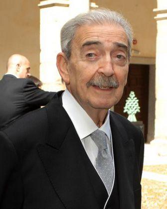 Tilting at the Wind: Juan Gelman accepts the 2007 Cervantes Award in April 2008.