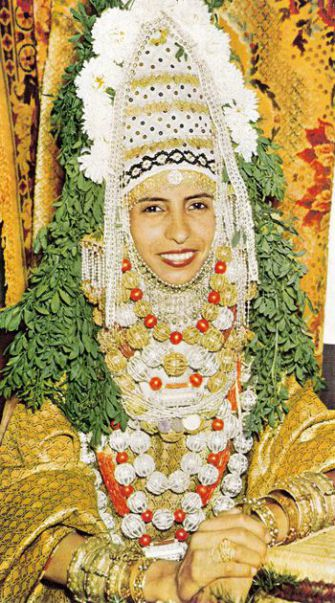 A Traditional Jewish Bride: The Maskit organization incorporated this type of Yemeni costume decoration into modern Israeli goods.