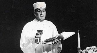 Lend Me a Tenor: Famed tenor Richard Tucker offers a blessing over the wine.