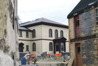 Under Construction: The Touro Synagogue (center) is facing financial trou-bles even as work proceeds on the buildings for a multimillion dollar visitors center (left and right).