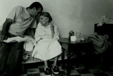 Nissim interviews 101 year old woman in Morocco