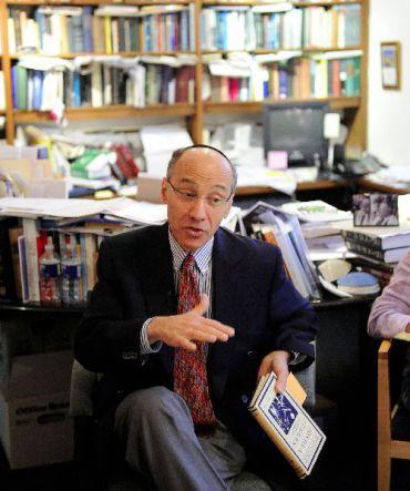Rabbi Michael Zedek of Emmanuel Congregation teaches a Torah class.