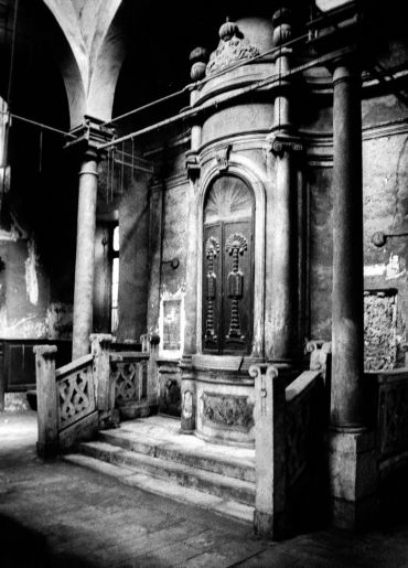 Hayyim Capusi Synagogue of Cairo?s Haret El-Yehud. Photo by Zbigniew Kosc.