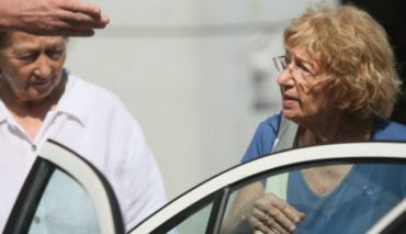 Ruth Wiesler and her sister exiting a Tel Aviv courthouse in 2009.