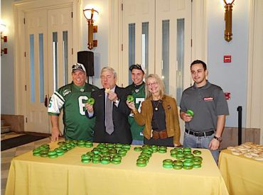 GREEN and Mean: From left to right: Warren Bell (Bagels by Bell), Brooklyn Borough President Marty Markowitz, Jacob Bell (Bagels by Bell), Pat Kaufman (NYS Governor?s Office of Motion Picture & Television Development) and Matthew Weitzman.