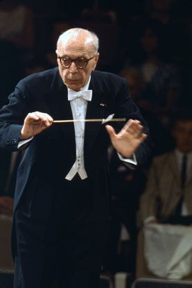 Harsh, Unfair but Talented: George Szell commandingly leading the Cleveland Orchestra at Carnegie Hall in 1960.