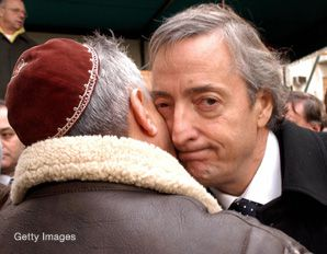 Argentina's president, Nestor Kirchner, pictured here at a memorial for the bombing of a Jewish center, is pushing for international arrest warrants to be issues for suspects in the bombing