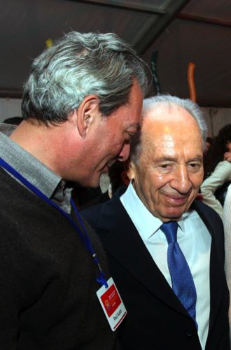Photo by Sasson Tiram The President and the Novelist: Shimon Peres talks to Paul Auster.