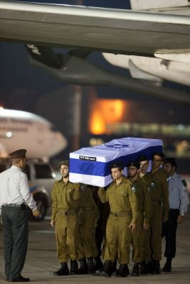 Remains of Israeli victims of Hezbollah terror attack in Bulgaria are returned home, July 20, 2012