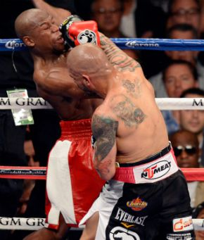 Cotto hits Mayweather during their WBA super welterweight title fight on May 5. Can you spot the OU tattoo?