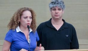 Journalists Orly Vilnai and Guy Meroz speaking at the Knesset.
