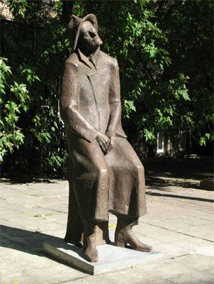 Mikhail Yakovlev?s sculpture of James Joyce in the yard of the State Library of Foreign Literature in Moscow. Image courtesy of the artist.