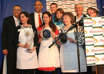 Cory Booker, the mayor of Newark, with Kosher Cook-Off finalists.