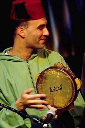 Riq Tricks: David Buchbut has fun with his, perfectly motionless, instrument.