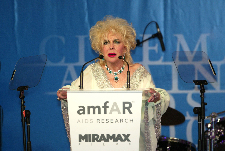 Liz Taylor speaks at amfAR.