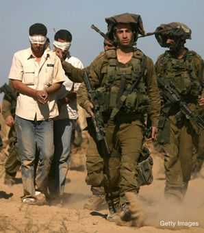 INCURSION: Israeli soldiers left Gaza with Palestinian prisoners this week after brief incursions