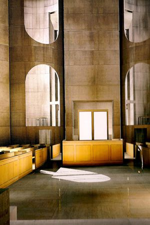 A Virtual Glimpse of Mikveh Israel: Solomon?s book considers the impact of synagogue designs by Kahn. In ?Louis I. Kahn: Unbuilt Masterworks? (Monacelli, 2000) architect and MIT professor Kent Larson built images of Kahn?s unrealized projects, including this one.