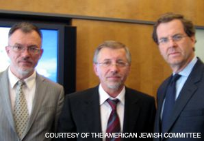 PARTISANS: At a meeting with the Lithuanian Prime Minister Gediminas Kirkilas, center, the head of the American Jewish Committee, David Harris, right, discussed a probe of partisans.