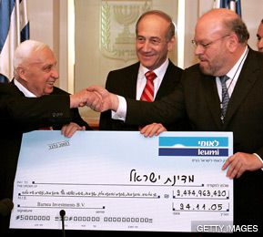 PHILANTHROPY AND POLITICS: Philanthropy for Israel enabled J.Ezra Merkin (right) to rub shoulders with Israeli leaders Ariel Sharon (left) and Ehud Olmert.