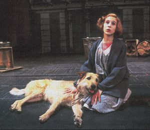 Sandy in the City: Sarah Jessica Parker with Sandy in the original production of Strouse?s ?Annie,? 1977, The Alvin Theatre.