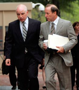 Setback: Former AIPAC staffer Steve Rosen (left), accompanies his attorney, Abbe Lowell, to a criminal hearing in August 2005. Rosen was acquitted of violating the Espionage Act, and later sued AIPAC, alleging defamation.