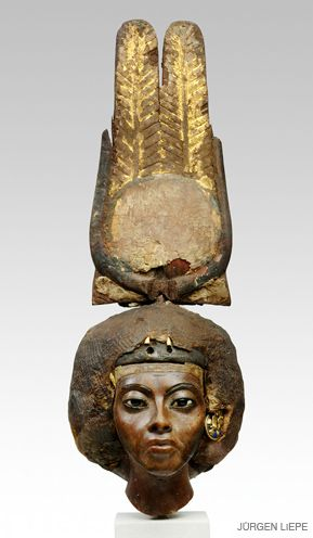 MORE MAGNIFICENT THAN NEFERTITI?: Simon collected busts of Egyptian queens Tiye and Nefertiti. The latter is iconic, but this wooden carving of Tiye (on display in San Francisco) is arguably the more magnificent.