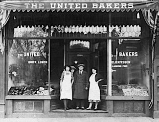 A photo of the shop in the 1920?s